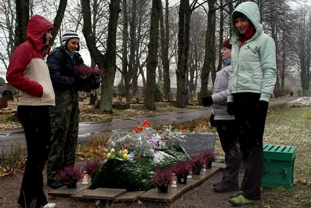 Lääne jaoskond korraldas Kaitseväe kalmistul talgud
