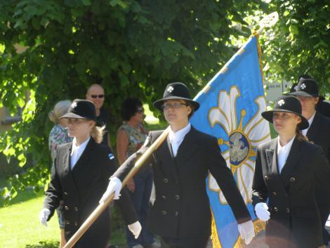 Naiskodukaitse Rapla ja Põlva ringkonnad tähistavad Eesti Vabariigi aastapäeva lippude õnnistamisega