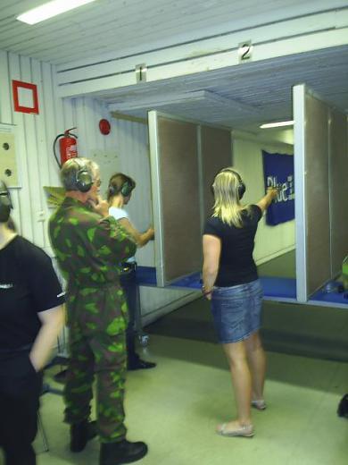 Naiskodukaitsjad külastasid Vantaa reservväelasi