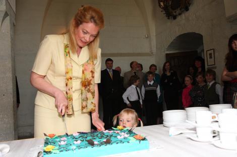 Saare maakonna aasta ema 2009 on emakeele õpetaja Marit Tarkin
