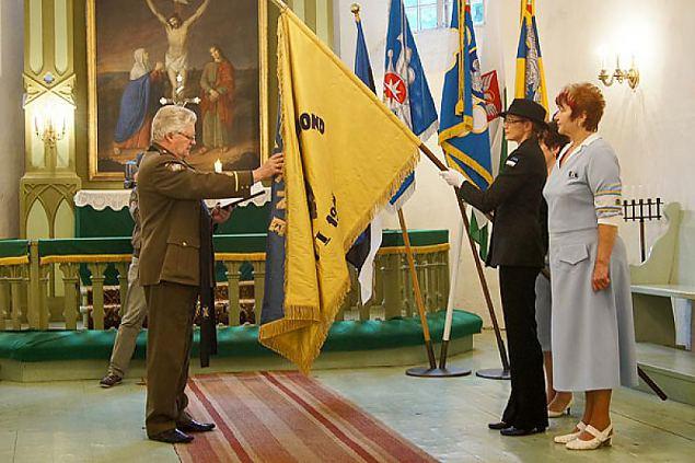 Risti jaoskonna naised õmblesid oma malevkonna meestele lipu
