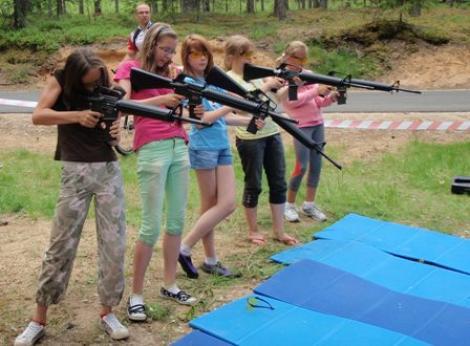 Naiskodukaitsjad korraldasid õpilastele spordipäeva