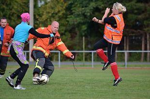Naiskodukaitsjate jalgpallilahing Kärdla staadionil