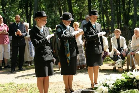 Endine Tartu ringkonna esinaine Ebba Saral maeti kodumaa mulda
