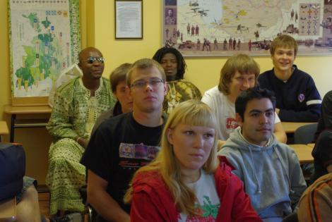 Võrumaa Naiskodukaitsjad võõrustasid rahvusvahelise suveülikooli tudengeid