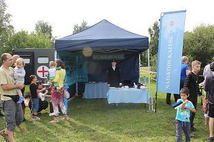 Naiskodukaitse Eesti iseseisvuse taastamise perepäeval Tallinna Teletorni juures