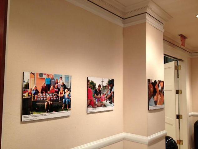Naiskodukaitse foto New Yorgis ÜRO heategevuspäeva fotonäitusel