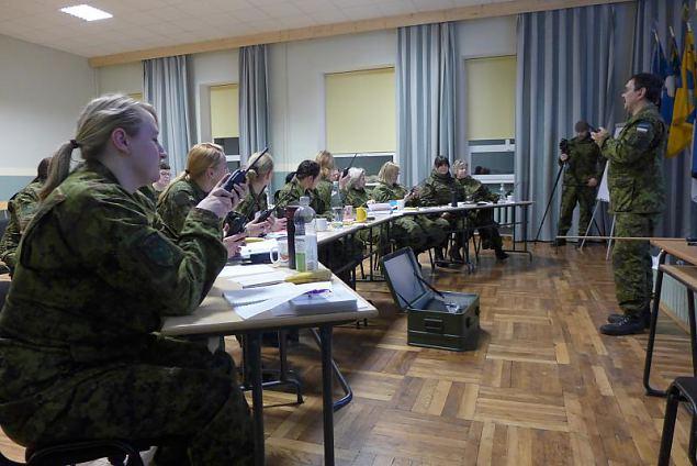 Pärnusse on kogunenud suur hulk naiskodukaitsjaid, kes soovivad omandada staabiassistendi tööks va