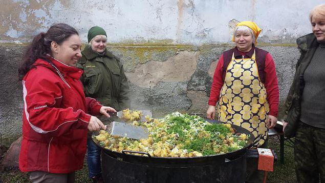 Naiskodukaitse baasväljaõppe toitlustamise mooduli