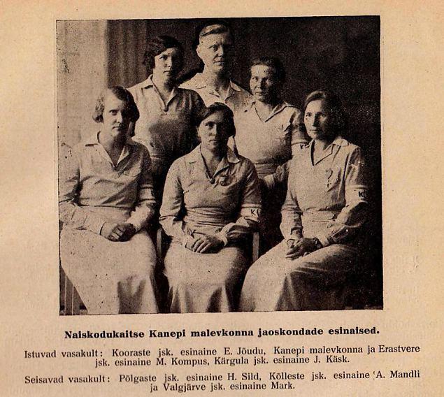 Põlvamaa naised mälestamas endisi naiskodukaitsjaid.