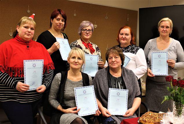 Naiskodukaitse Jõgeva ja Alutaguse ringkonna naised lõpetasid peoteenindaja kursuse