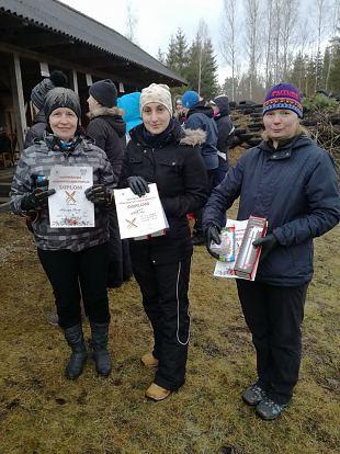 Naiskodukaitse naised Metsnikul naistepäeva tähistamas