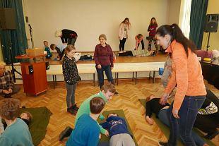 Noored õppisid naiskodukaitsjatelt esmaabi