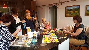 Naiskodukaitsjad meisterdasid Maakaitsepäeva loteriile