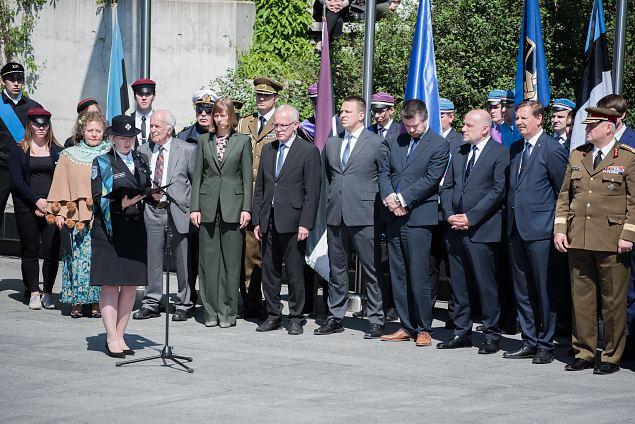 Naiskodukaitsajd üle Eesti mälestavad juuniküüditamise ohvreid