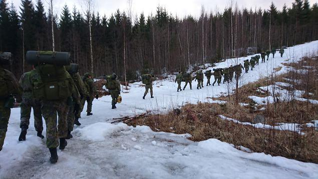 ''Intti tutuksi naisille'' ehk kuidas Soomes sõduri baasväljaõpe käib