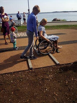 Abikäsi ratastoolikasutajatele