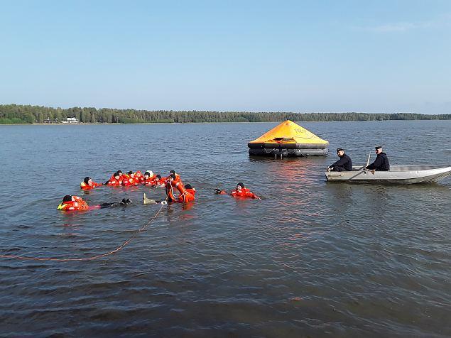 Turvaliselt vee peal ja oskuslikult maastikul. Kuidas Soome naised seda teevad?
