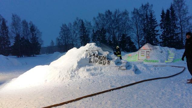 Väike-Maarjasse kerkis lumelinn