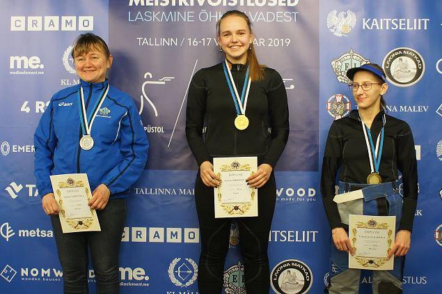 Naiskodukaitsjad noppisid Eesti Meistrivõistlustel õhkrelvadest laskmises medaleid