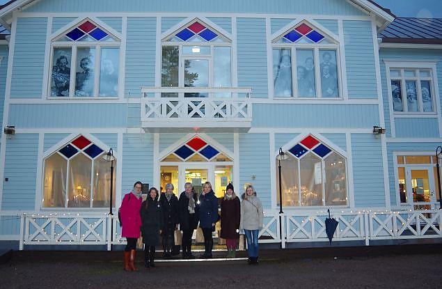 Naiskodukaitse Ajalookomisjoni liikmed Tuusulas Lotta muuseumi ja Lotta Svärd fondi liikmetega