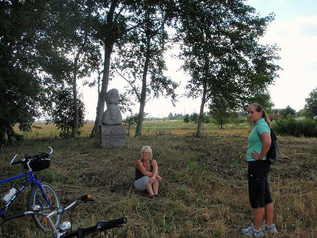 NKK jalgrattaretk Mari Raamoti radadel august 2011. Foto: Naiskodukaitse Sakala ringkond