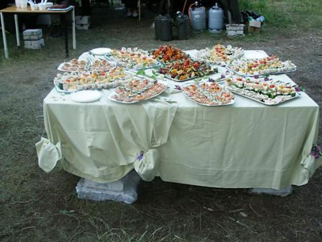 Buffet laud metsas